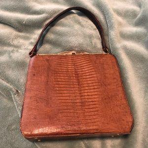 👜 Adorable Vintage Reptile Handbag